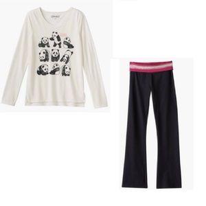 Mudd Panda Shirt and black yoga pants outfit 16